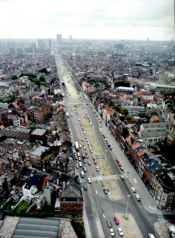 Boulevard Léopold II en 1988 (vue vers le centre-ville)